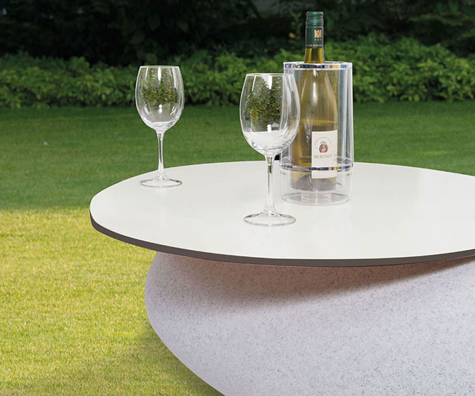 Table top Makes STORUS III, IV and V an attractive lounge table. In anthracite or white.